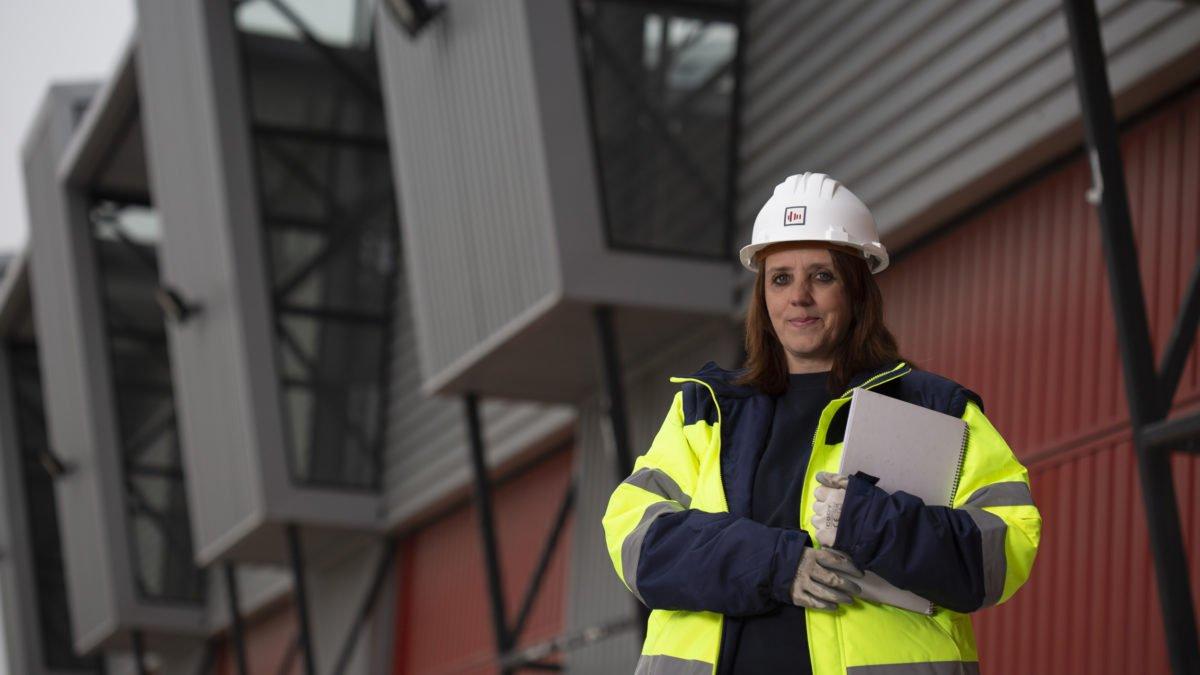 Imagen de una trabajadora de la Fundación Laboral de la Construcción