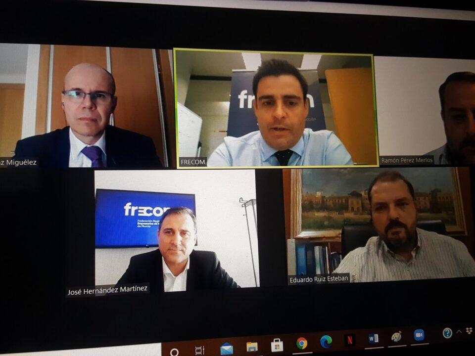 El presidente de FRECOM da la bienvenida a los panelistas de Diálogos FRECOM