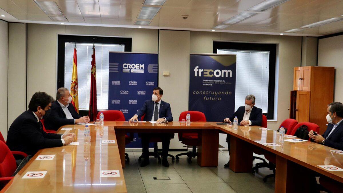 Reunión del Comité Ejecutivo de FRECOM con el senador murciano Francisco Bernabé