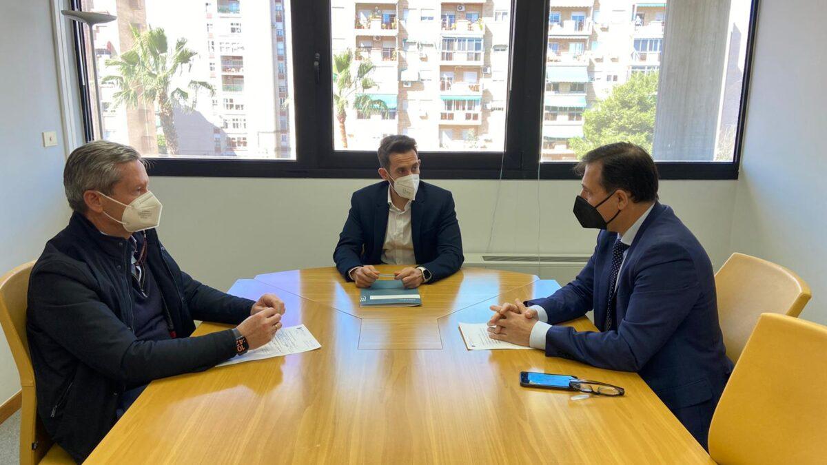 FRECOM analiza las líneas de actuación del Gobierno regional en materia de vivienda 2 FRECOM