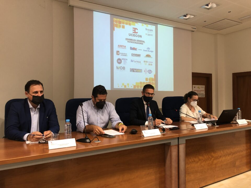 Los empresarios de la construcción de Lorca (UCECON) debaten sobre las ayudas a la rehabilitación de viviendas en su Asamblea General 8 FRECOM